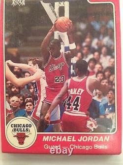 1984-85 Star Chicago Bulls Sealed Team Bag 101 Michael Jordan X RC Rookie card